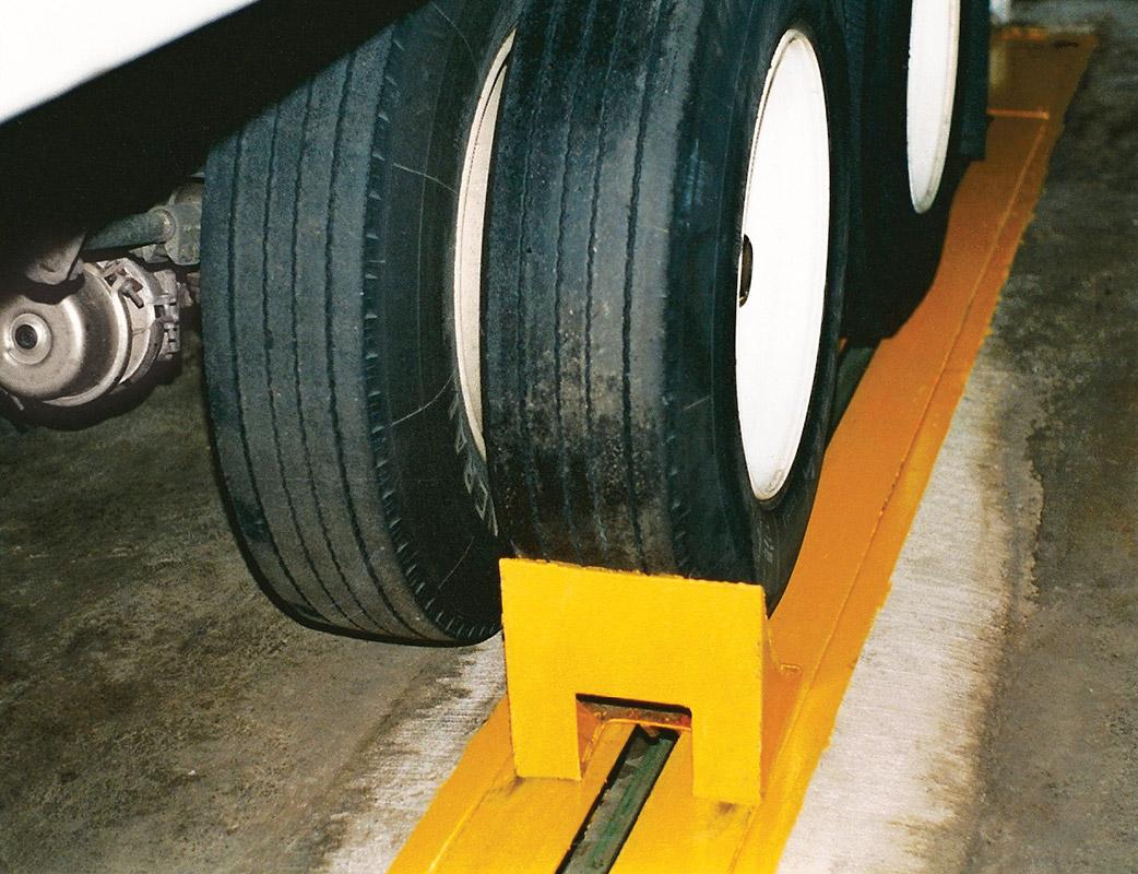 Tractor Tailor Truck Restraint wheel restraint
