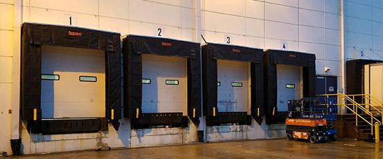 Warehouse loading dock door shelter